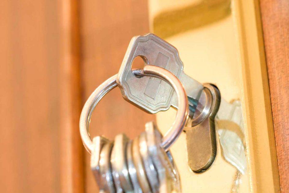 Protege tu hogar con un buen seguro y una buena cerradura